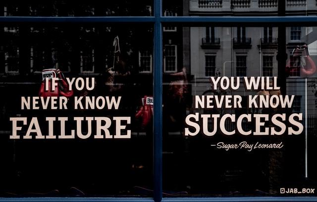 שילוט של כישלון והצלחה - אילוסטרציה