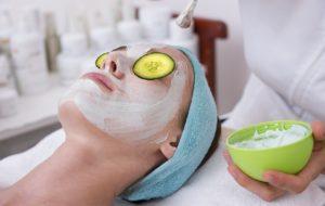 4 יתרונות לניקוי הפנים באמצעות פילינג טבעי